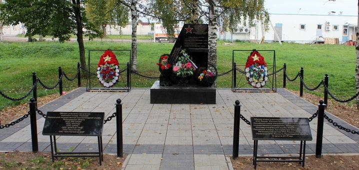 д. Кисельня Волховского р-на. Памятник погибшему экипажу бомбардировщика Пе-2 установлен в 2012 г.