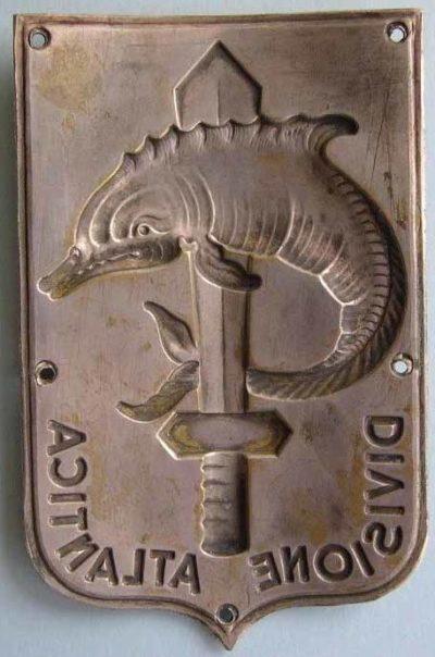 Аверс и реверс нарукавного щита подразделения «Атлантика».