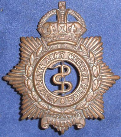 Знак на шляпу военнослужащих Австралийского медицинского корпуса.
