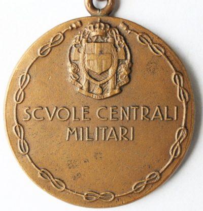 Аверс и реверс памятной медали Центрального военного училища. Медаль изготовлена из бронзы, диаметр – 28 мм.