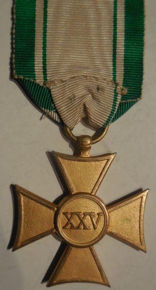 Аверс и реверс креста для офицеров Красного Креста за 25 лет службы.