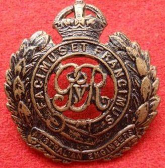 Знаки на шляпу королевских армейских инженеров.