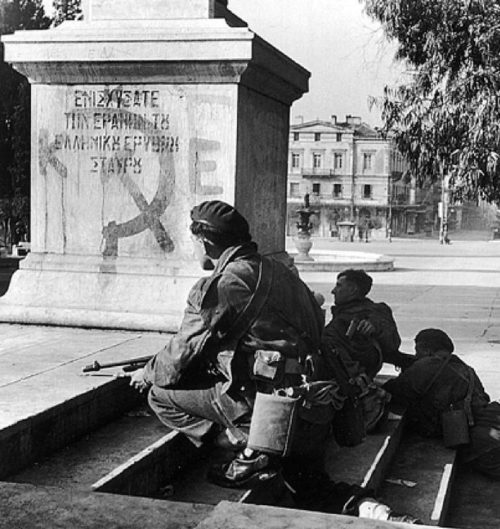 Солдаты греческой 3-й горной бригады в центре Афин. Декабрь 1944 г.