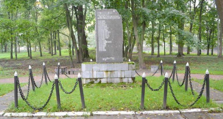 г. Шлиссельбург Кировского р-на. Памятник на Красном проспекте был установлен в 1988 году в честь патриотов, погибшим в период немецкой оккупации 1941 - 1943 гг.