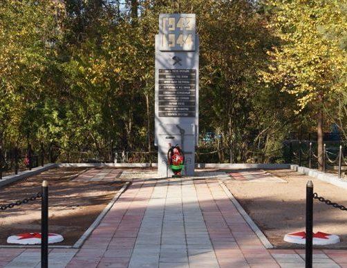 г. Шлиссельбург Кировского р-на. Памятник, посвященный строительству железнодорожной линии, связавшей осажденный Ленинград со страной.