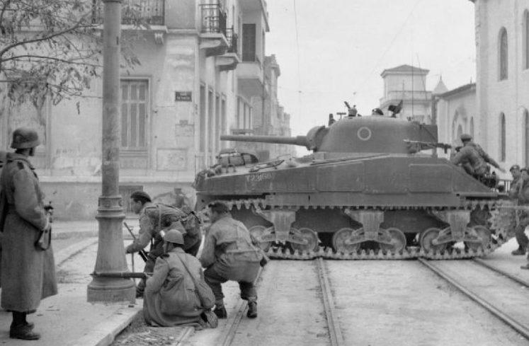 Британские танки против демонстрантов. Декабрь, 1944 г.
