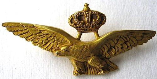 Аверс и реверс знака военного летчика в золоте до 1937 г. Королевство.