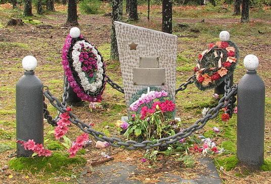 п. Советский Выборгского р-на. Памятник 11-ти советским воинам, погибшим в июне 1944 года.