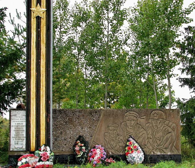п. Советский Выборгского р-на. Памятник морякам морской пехоты, пограничникам и бойцам истребительного батальона, защищавшим подступы к Ленинграду в августе 1941 года.