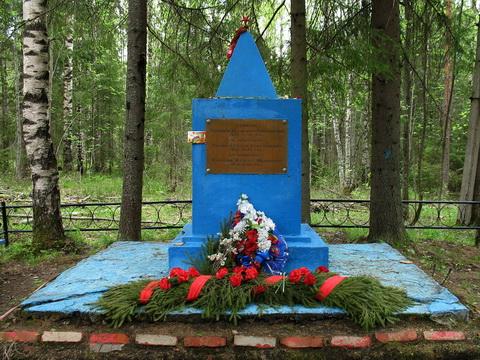 п. Подгорное Всеволожского р-на. Памятник на братской могиле советских воинов.