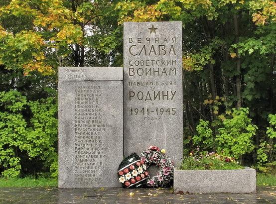 п. Советский Выборгского р-на. Памятник воинам, погибшим в годы войны.