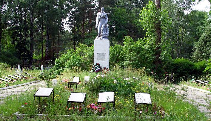 г. Шлиссельбург Кировского р-на. Памятник на воинском кладбище, установлен у братских могил, в которых похоронено 1 634 советских воина.