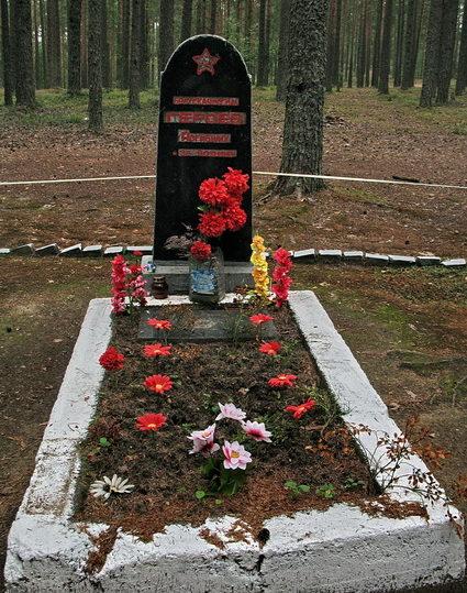 п. Тарасово Выборгского р-на. Братская могила советских воинов.