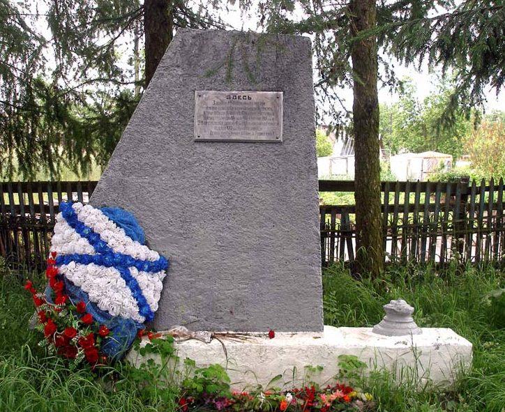 с. Шум Кировского р-на. Памятный знак на рубеже обороны советских войск.