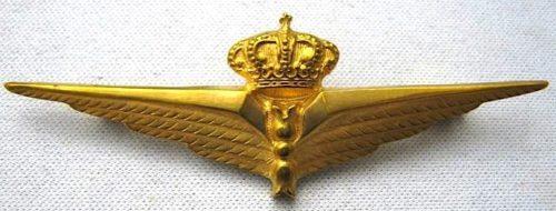 Аверс и реверс знака военного пилота-наблюдателя в золоте. Королевство.