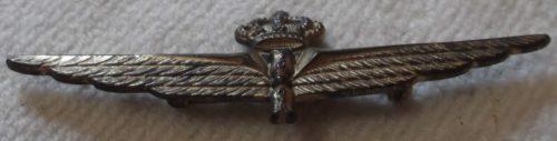 Аверс и реверс знака военного пилота-наблюдателя в серебре. Королевство.