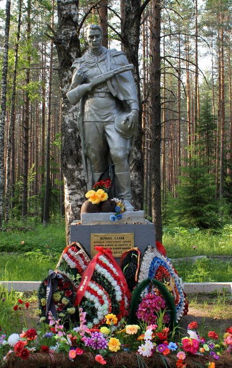 с. Алёховщина Лодейнопольского р-на. Памятник, установленный на братской могиле, в которой похоронено 514 советских воинов.