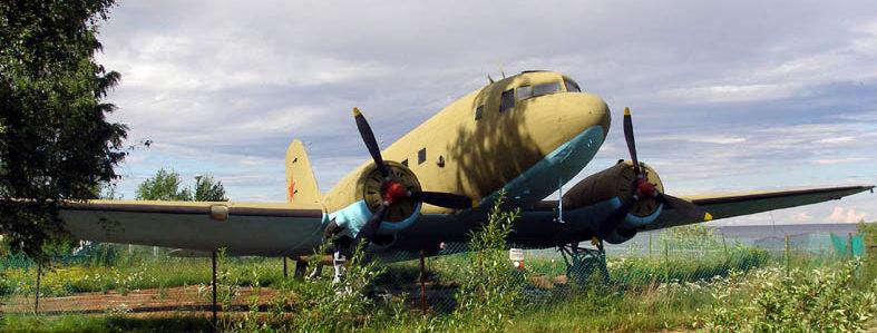 Военно-транспортный самолет Ли-2.