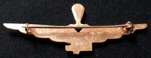Аверс и реверс знака военного парашютиста в золоте. Королевство.
