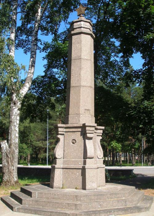 г. Кингисепп. Памятник на братской могиле советских воинов.