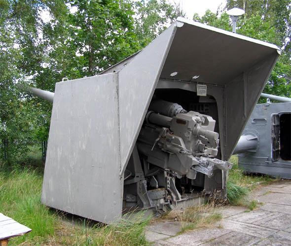 Корабельная артиллерийская установка.