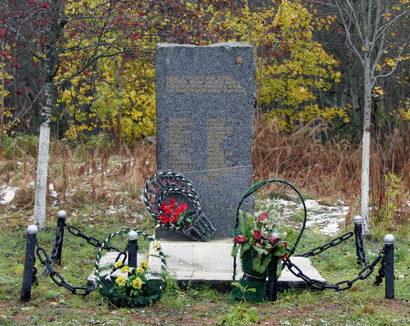 г. Кингисепп. Памятные знаки на рубеже обороны воинов 266-го ОПАБ.