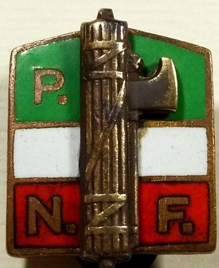 Аверс и реверс Золотого членского знака PNF.