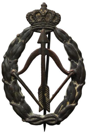 Аверс и реверс знака истребителя-перехватчика в серебре. Королевство.