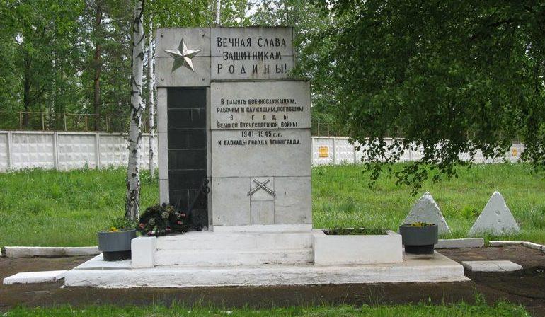 Памятник на артиллерийском полигоне.