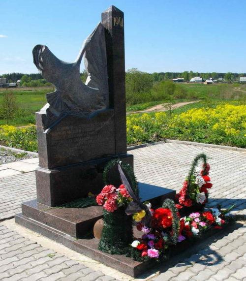 п. Вырица Гатчинского р-на. Братские могилы и памятник воинам погибшим осенью 1941 г.