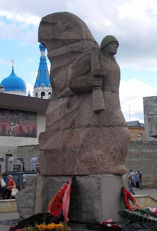 г. Гатчина. Памятник воинам-освободителям был открыт в 1995 году.