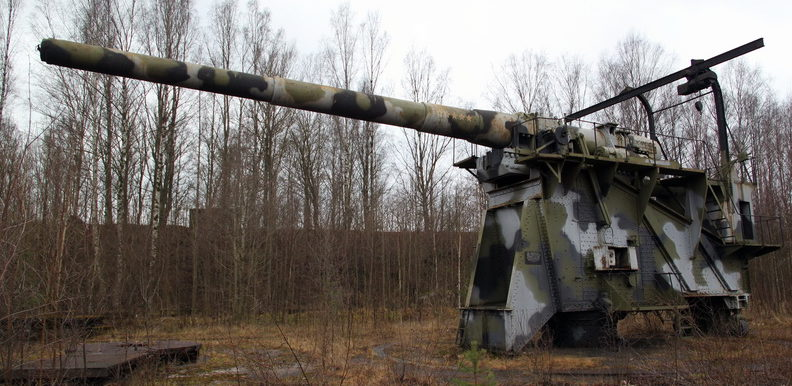 Артиллерийская 305-мм установка.