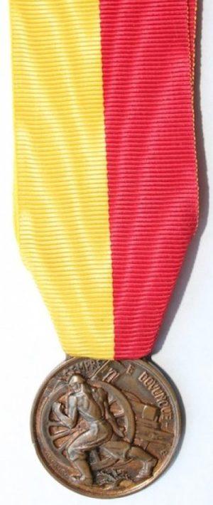 Аверс и реверс памятной медали сбора артиллеристов. Палермо.1939 г. Медаль изготовлена из бронзы, диаметр – 30 мм.