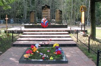 п.Токсово Всеволожского р-на. Памятник погибшим землякам.