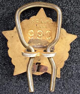 Аверс и реверс членского знака ассоциации военнопленных и их родственников.
