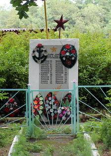 д. Мануйлово Кингисеппского р-на. Памятник погибшим земляка.