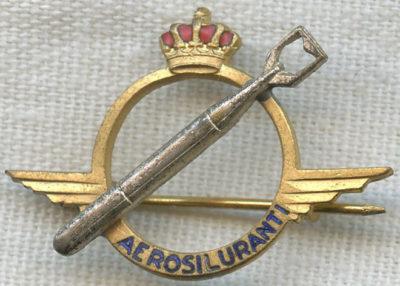 Аверс и реверс знака торпедоносец в золоте. Королевство.