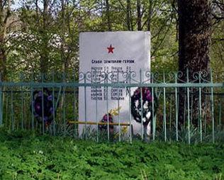 д. Онстопель Кингисеппского р-на. Памятник погибшим землякам.