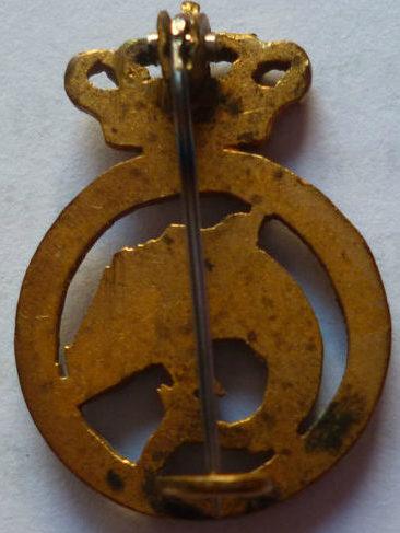 Аверс и реверс знака подводников. Королевство.