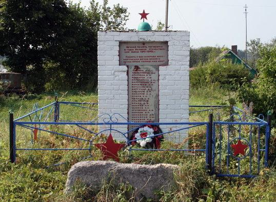 д. Пиллово Кингисеппского р-на. Памятник погибшим землякам.