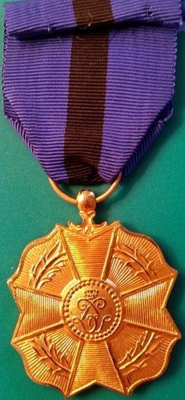 Аверс и реверс золотой медали Ордена Леопольда II.