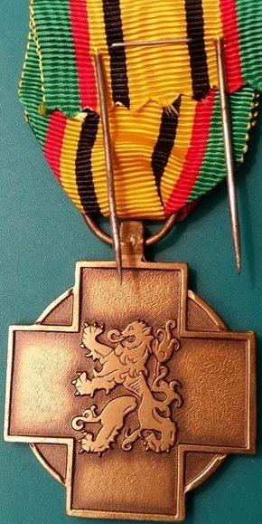 Аверс и реверс медали ветерана войны 1940-1945.