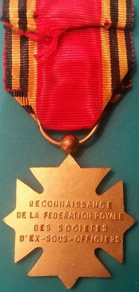 Аверс и реверс Креста Признательности Королевской федерации бывших унтер-офицеров.