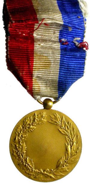 Аверс и реверс позолоченной Почетной медали Министерства иностранных дел.