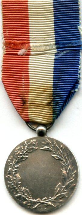 Аверс и реверс серебряной Почетной медали Министерства иностранных дел.