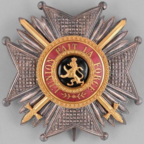 Звезда степени Большого креста с мечами.