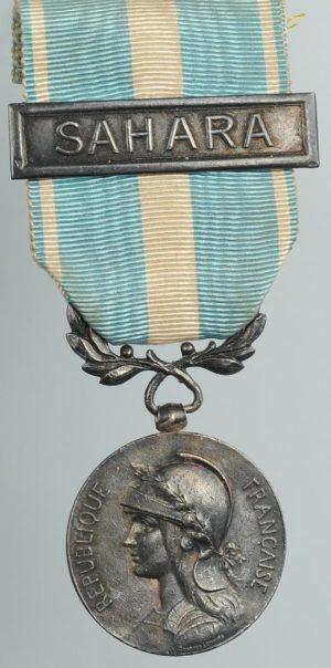 Аверс и реверс Колониальной медали с планкой.