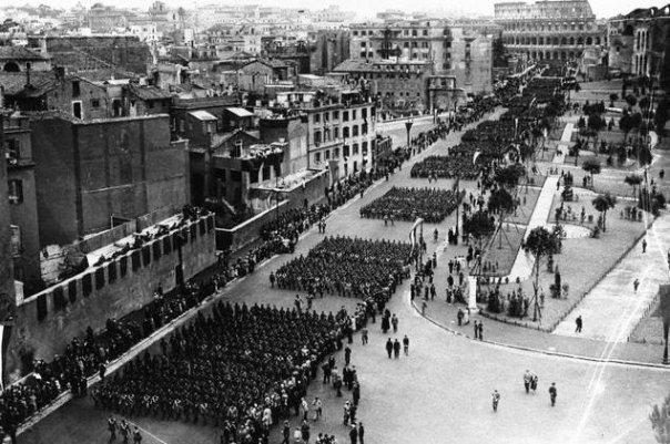 Марш фашистов. 1940 г.
