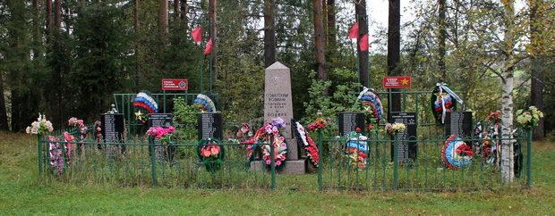 д. Ганьково Тихвинского р-на. Памятник, на шести стелах которого увековечено имена 145 погибших земляков.