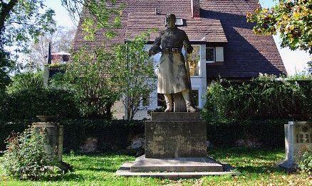 г. Буххольц-ин-дер-Нордхайде. Памятник жертвам обеих мировых войн.